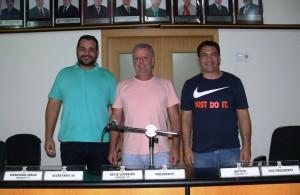 A nova Mesa Diretora, com Decio Loureiro (Centro), Dionathan Farias (Esq) e Batista Manzoni (Dir.).
