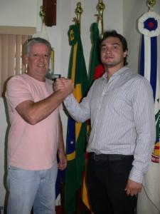 Vereador Décio Loureiro (Esq) sucede o Vereador Marcelo Gorski (Dir).
