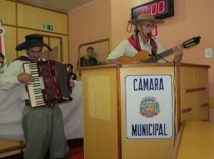 Músicos Assisenses prestando homenagem à Santiago