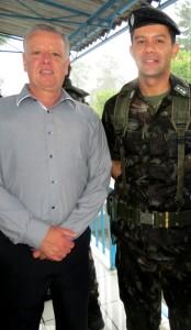 Vereador Décio Loureiro e o novo comandante, Major Martins