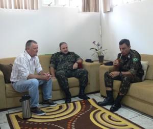 Presidente Décio em conversa com o General Raul