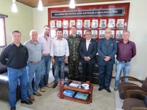 Vereador Décio Loureiro com o comandante do 19º GAC, Prefeito Tiago Gorski, Vice-prefeito Claudio Cardoso, entre outras