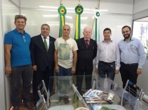 Vereadores Santiaguenses com o Prefeito e Vice de Não-Me-Toque, Armando Carlos Roos e Pedro Paulo Falcão da Rosa
