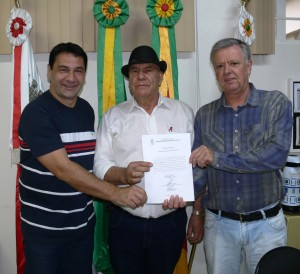 Vereadores Décio Loureiro e Batista Manzoni, Presidente e Vice do Poder Legislativo no momento da posse