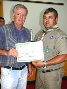 Vereador Antonio Carlos foi homenageado. Vereador Décio Loureiro o representou