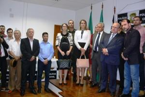 Autoridades durante a solenidade de inauguração