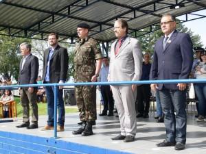 Presidente Décio Loureiro dentre outras autoridades presentes na solenidade