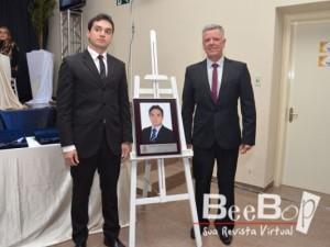 Dentro da programação de homenagem,junto com o atual Presidente o Vereador Décio Loureiro,foi inserida,na galeria dos Presidentes,a foto com a placa relativa a gestão do Vereador Marcelo Gorski (2016 e 2017)