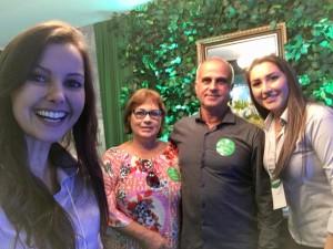 presidente Tadeu machado e sua esposa Vera,no Stand do SICREDI