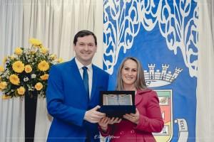 Agraciada com o Título de Cidadã Santiaguense pelo Vereador Rafael Nemitz